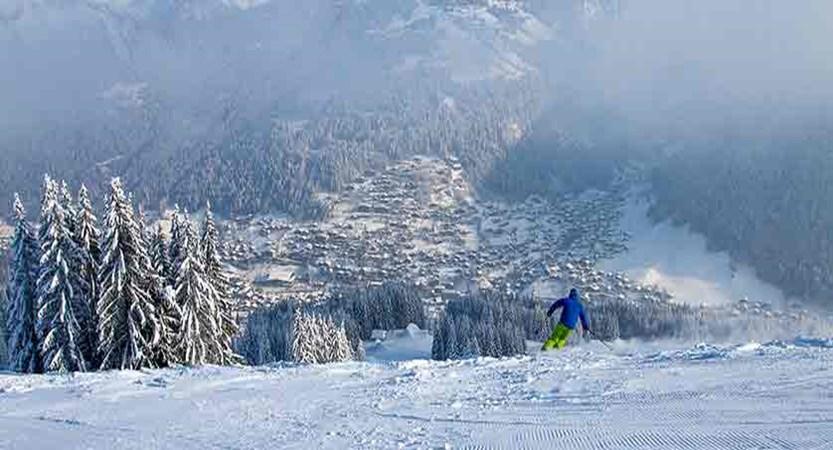 france_portes-du-soleil_morzine_skier-on-pleney.jpg