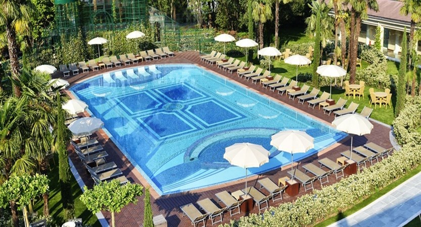 Hotel Simplon Pool.jpg