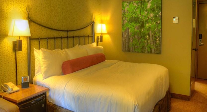 210_Standard_King_Room_detail.jpg