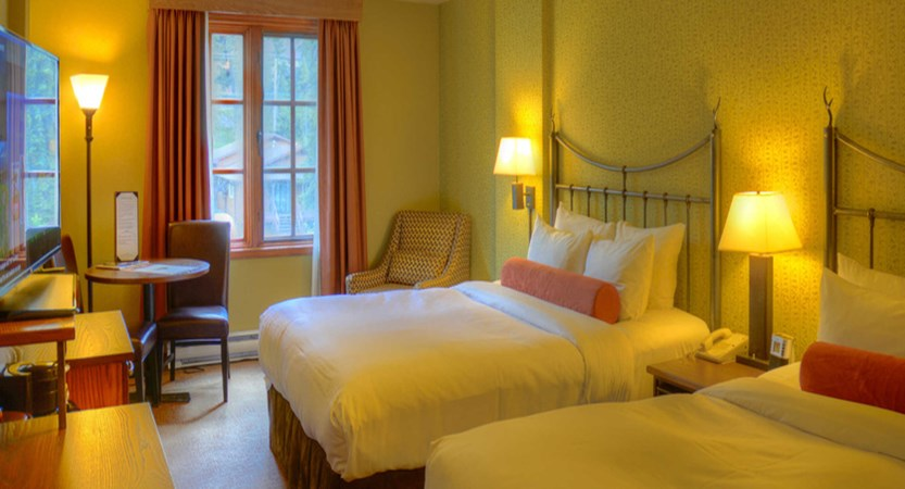 220_Superior_Room_with_2_Queens_detail.jpg