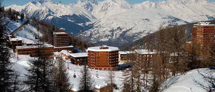 2.Araucaria Hotel & Spa - Façade depuis piste HD.jpg