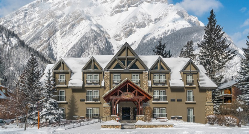 Exterior Banff Inn bi_014 (002).jpg
