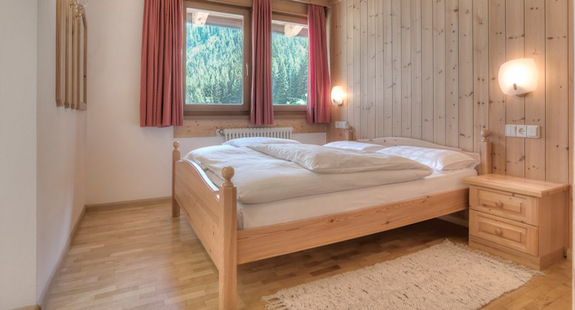 italy_dolomites_corvara_hotel _sassongher_bedroom.jpg
