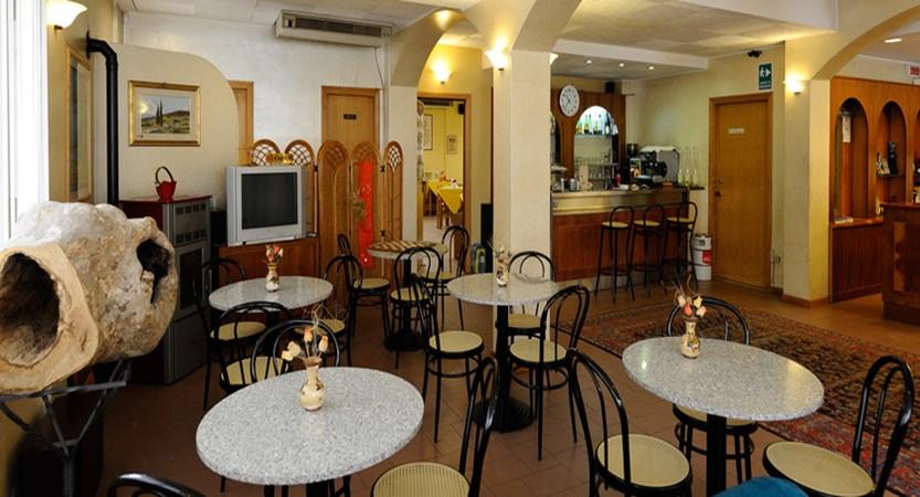 Hotel Trasimeno Bar.jpg