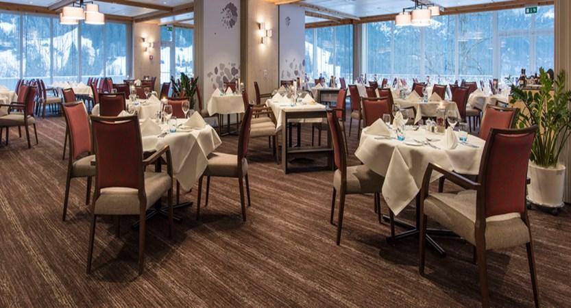 Switzerland_Grindelwald_Hotel_Sunstar_Alpine_Restaurant_Ambiance.jpg (1)