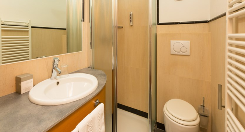 italy_livigno_hotel-touring_example-of-bathroom.jpg