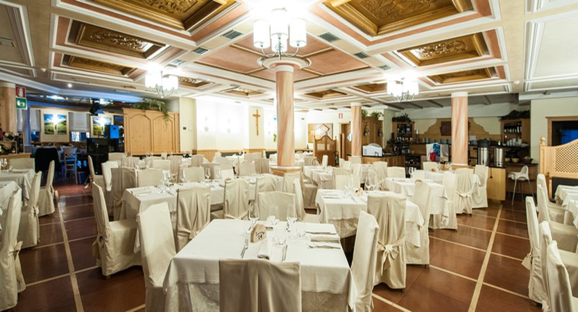 italy_livigno_hotel-touring_dining_room.jpg