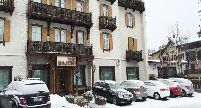 italy_cortina_d'ampezzo_hotel_majoni_entrance.jpg