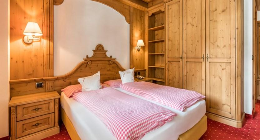 italy_dolomites-ski-area_arabba_garni_barbara_bedroom.jpg