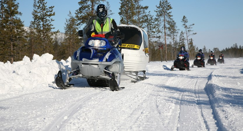 finland_lapland_levi_snowmobile.jpeg