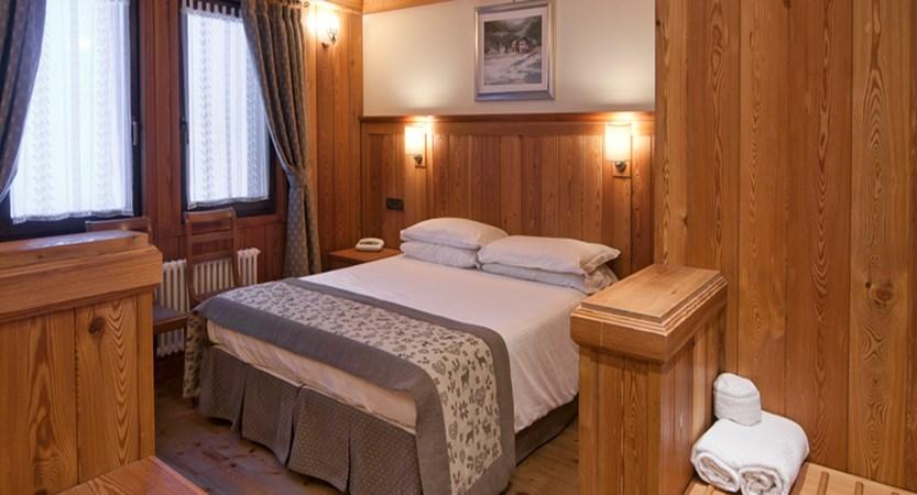 Italy_champoluc_hotel_castor_bedroom.jpg
