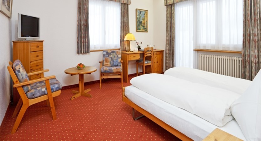 APT2 BM 213 Hotel Sport Klosters 01 (2).JPG