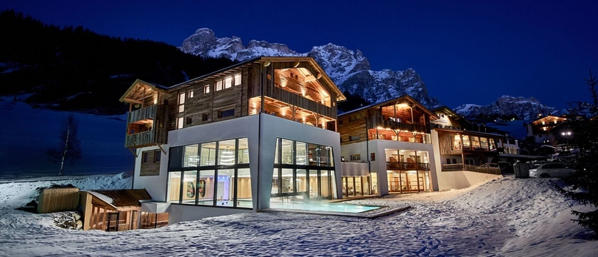 Italy_San-Cassiano_Hotel-Störes_exterior.jpg