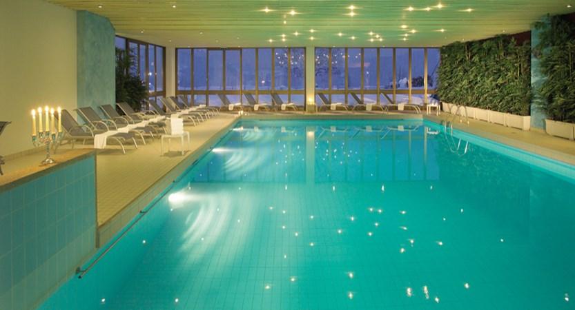 hallenbad-grindelwald-sunstar-alpine-hotel-schweiz.jpg