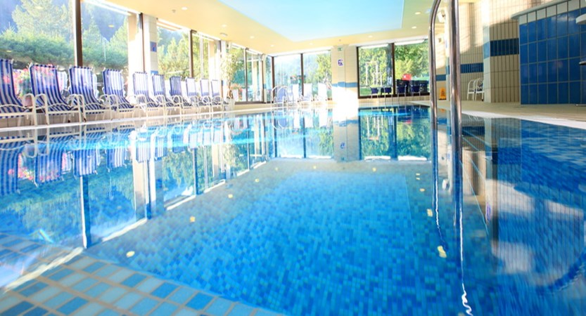 Swimming pool Hotel Lek.JPG