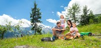 inghams-lakes-and-mountains-family-summer-holidays-eating-picnic.jpg (1)