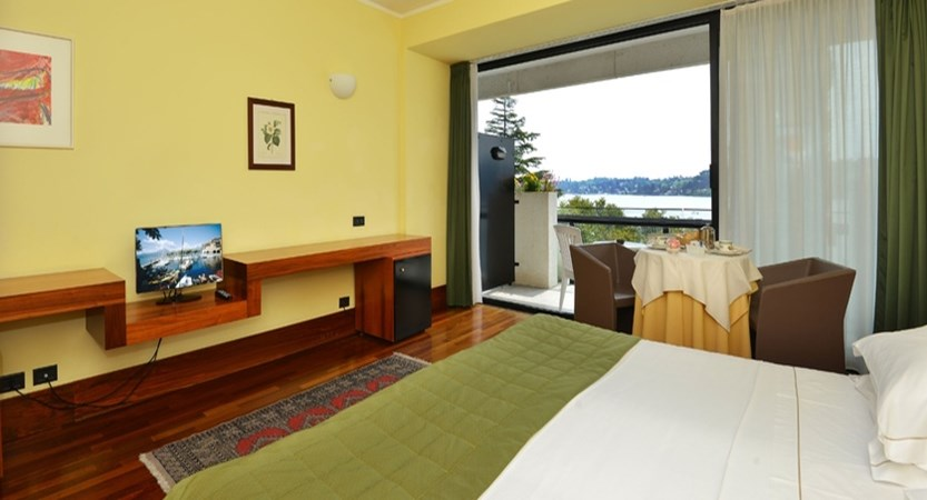 Hotel Salo du Parc - Bedroom.jpg