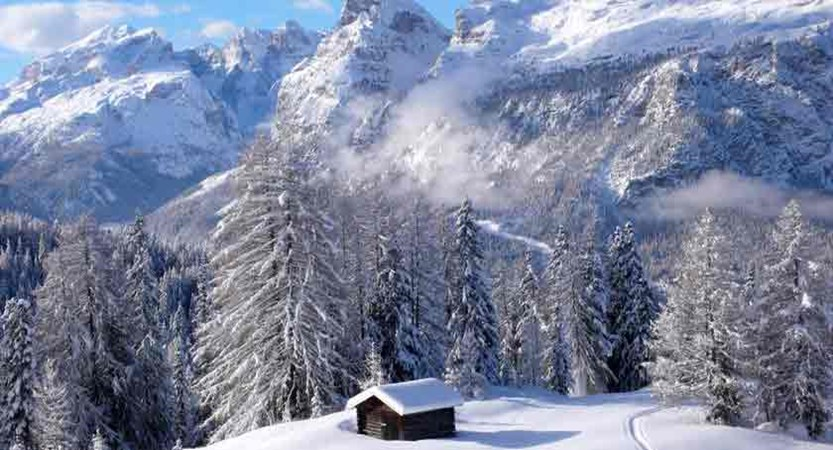 italy_dolomites_corvara_cabin.jpg