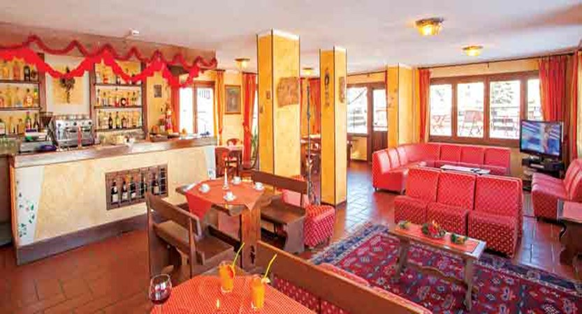 italy_milky-way-ski-area_sauze-doulx_hotel-hermitage_lounge.jpg