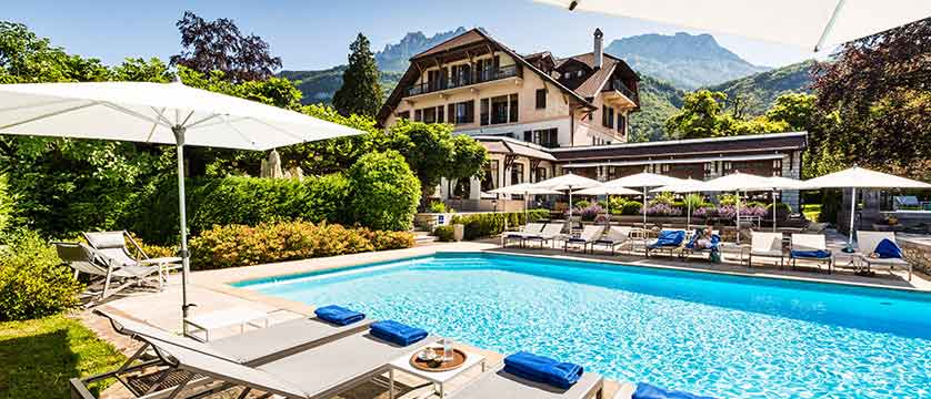 Hotel-Le-Cottage,Talloires,-Lake-Annecy,-France---Outdoor-pool.jpg
