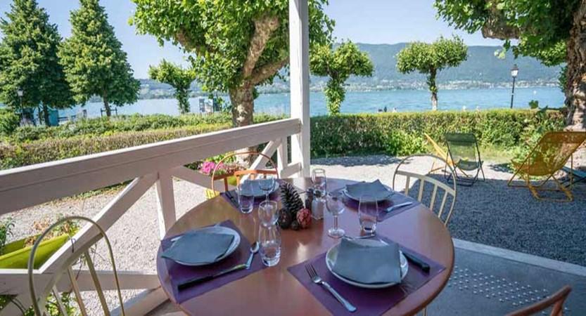 Hotel-Pavillon-des-Fleurs,-Talloires,-Lake-Annecy,-France---al-fresco-dining.jpg