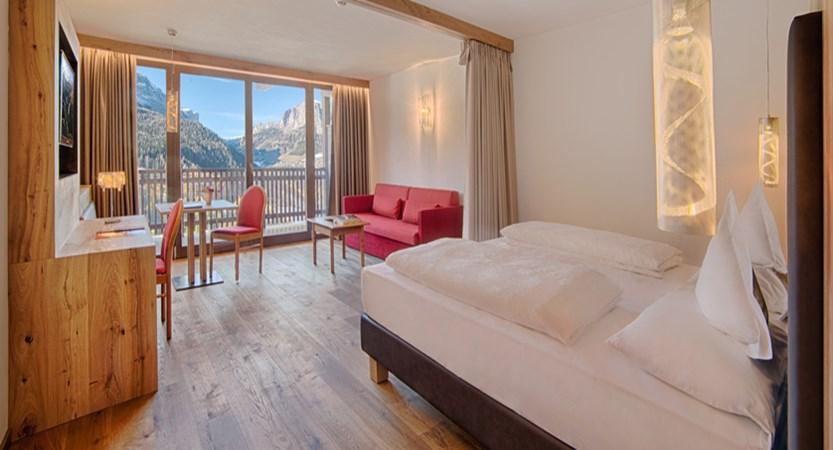 italy_dolomites_corvara_sporthotel-panorama_panorama_suite.jpg