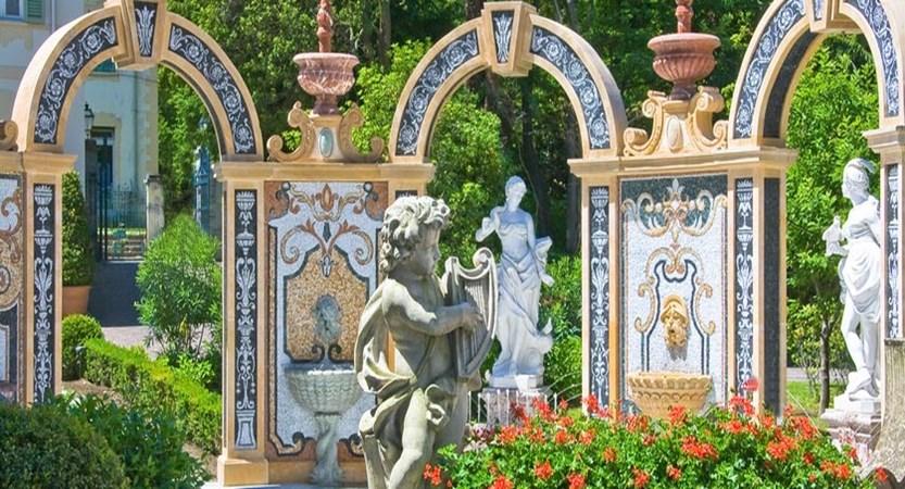 grand-hotel-des-iles-borromees-stresa-lake-maggiore-italy-garden.jpg