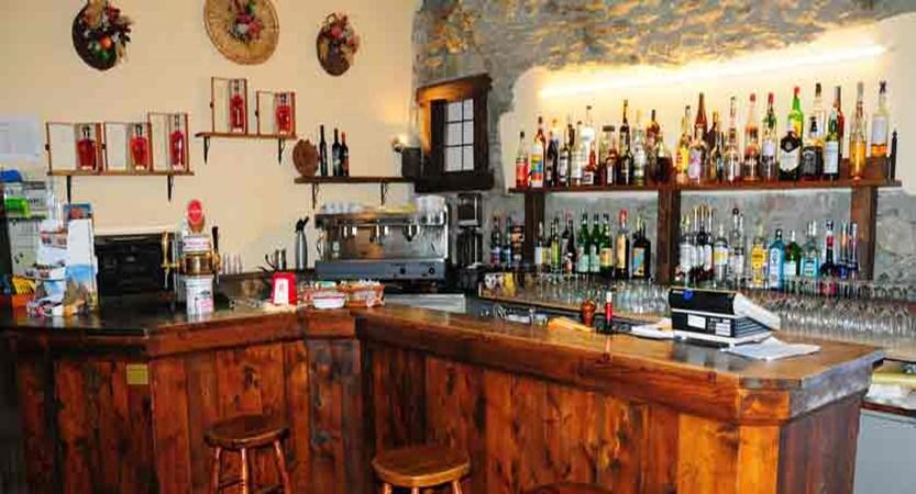 italy_pila-aosta_hotel-lion-noir_bar.jpg