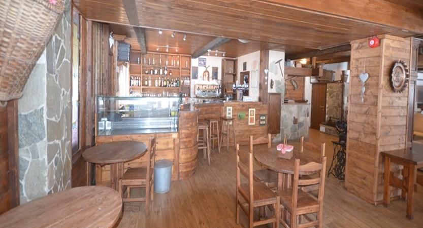 italy_pila-aosta_hotel-plan-bois_bar2.jpg