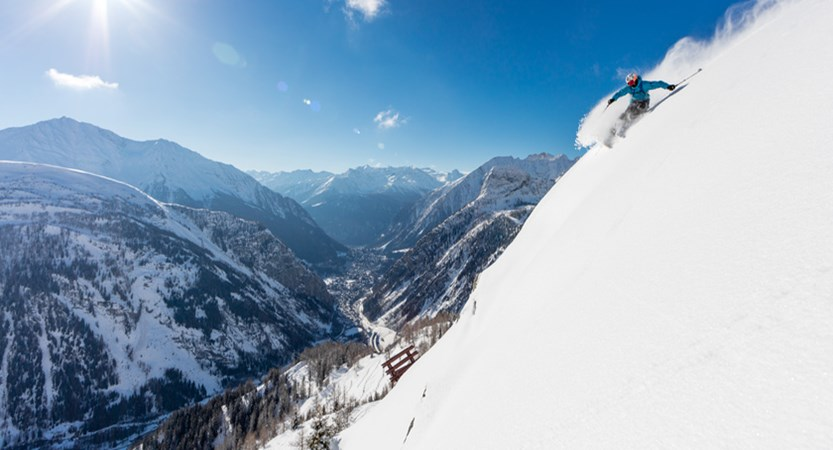 italy_courmayeur_valley_view.jpg