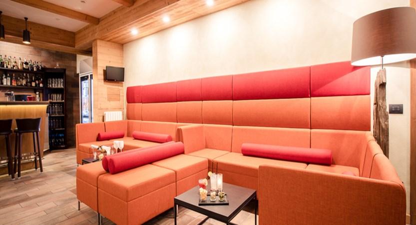 italy_courmayeur_hotel_scotiattolo_lounge.jpg