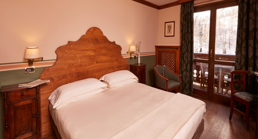 italy_courmayeur_hotel-gran-baita_bedroom2.jpg