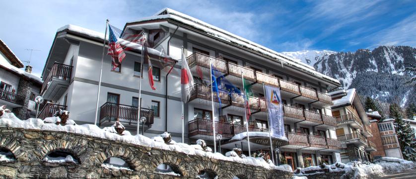 italy_courmayeur_hotel_cresta-et-duc_exterior.jpg