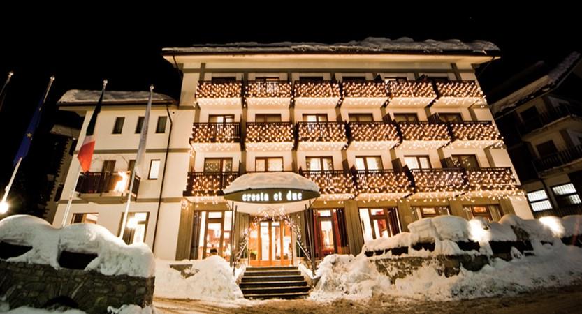 italy_courmayeur_hotel_cresta-et-duc_night.jpg