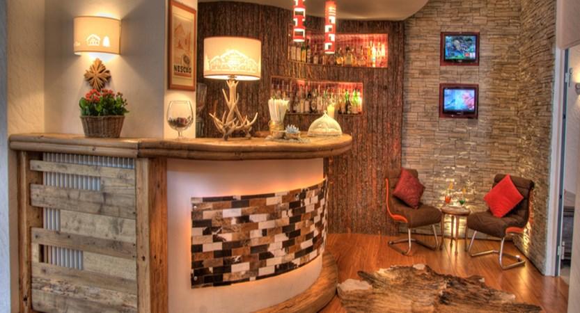 italy_courmayeur_hotel_cresta-et-duc_bar.jpg