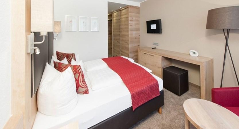 Hotel Tyrolerhof, doppelzimmer-ambiente 3.jpg