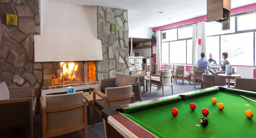 Fireplace and billard table in the bar