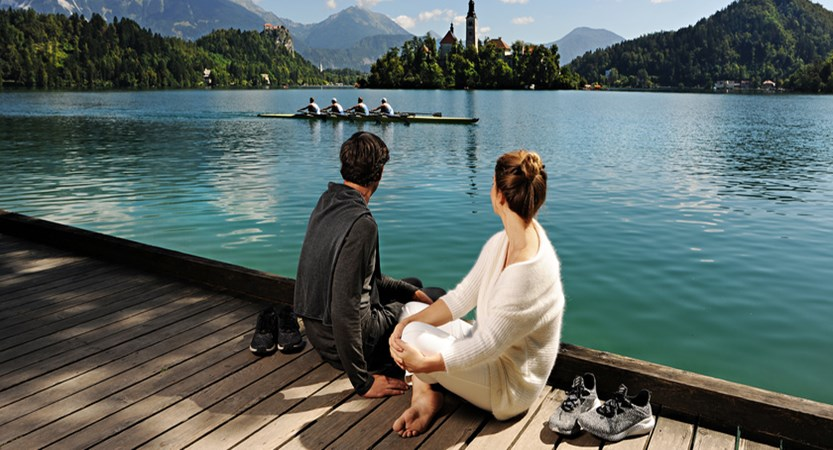 walkaorundthe lake_couple Bled_DD2016.jpg
