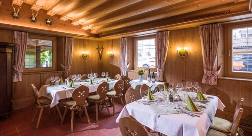 Hotel_Jakobwirt_Westendorf_Fam_Wurzenrainer_Stube_2 (2).jpg