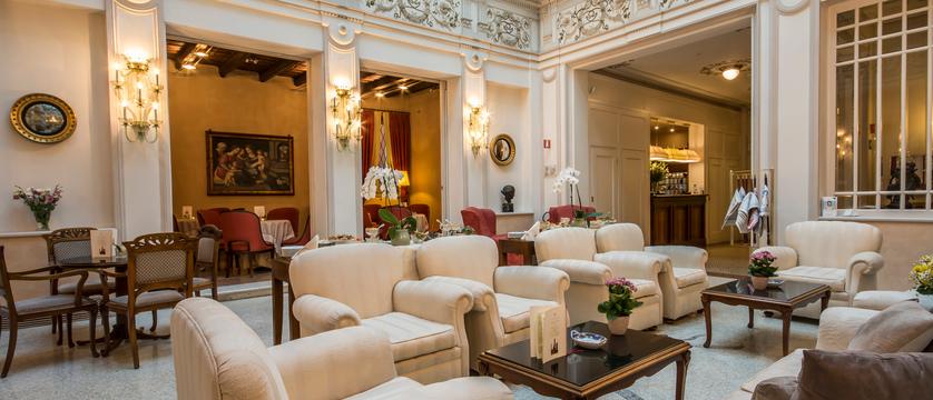 Hotel-Corona-d'Oro-Lounge.jpg