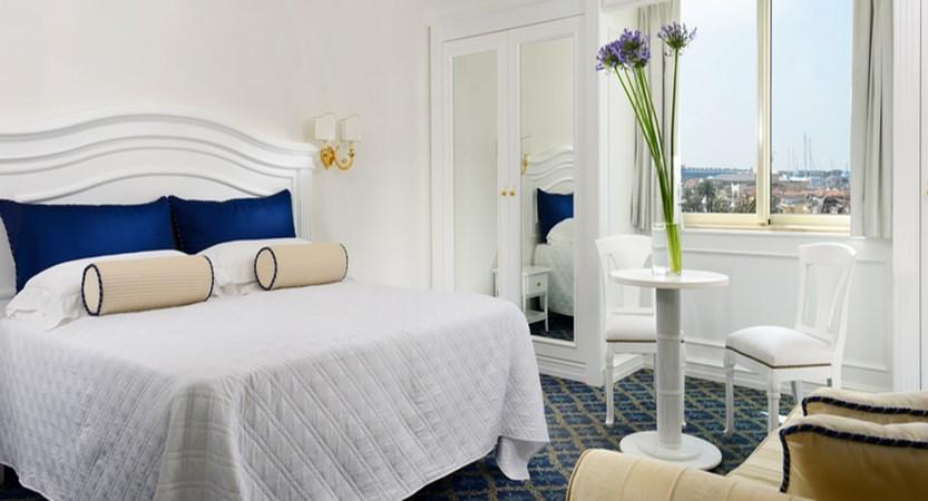Hotel- President-Room.jpg