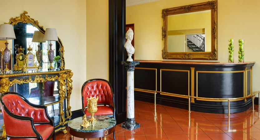 Hotel-President-Reception.jpg