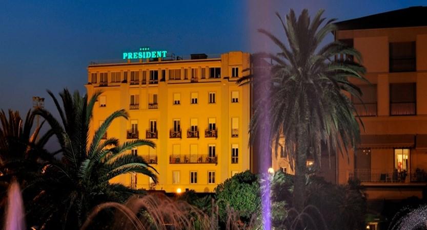 Hotel- President- Exterior.jpg