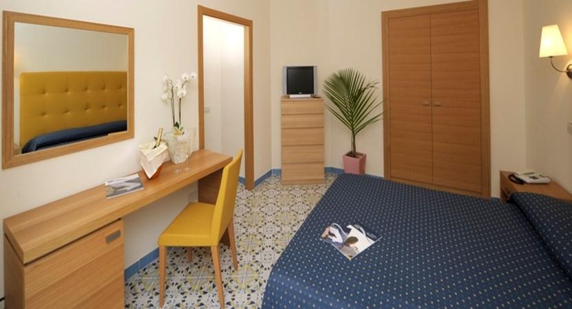 GH-Forte-dei-Marmi-Bedroom.jpg
