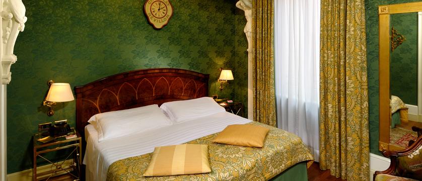 Hotel-Orologio-Classic-Bedroom.jpg