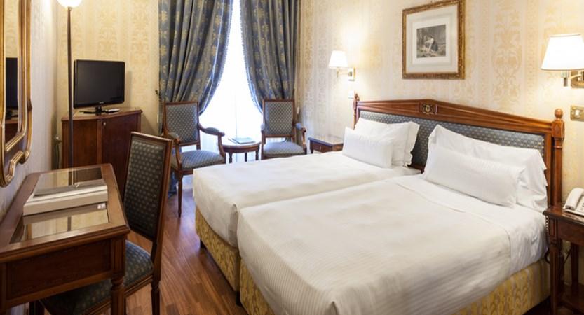 De-La-Ville-Bedroom.jpg