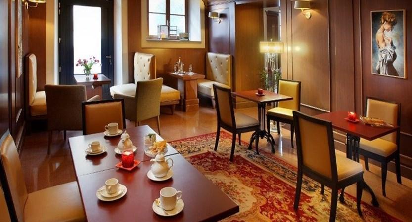San-Luca-Palace-Cafe.jpg