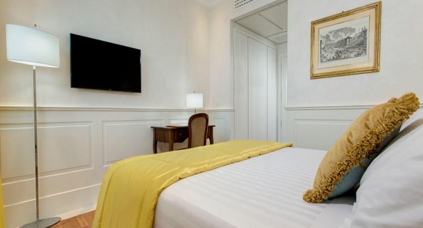 Degli-Artisti-classic-bedroom.jpg