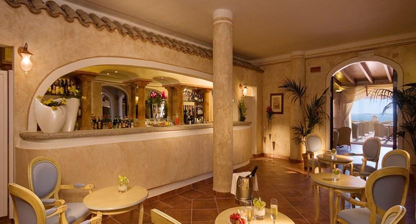 Colonna-Resort-Colonna-Bar.jpg