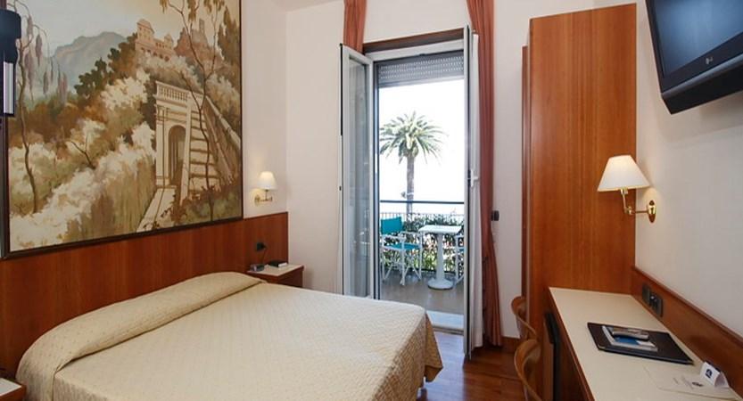 Regina-Elena-classic-bedroom.JPG